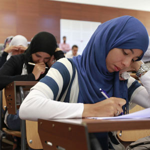 Libyans studying dentistry sit for an exam at Al fatah University in Tripoli June 30, 2011. REUTERS/Louafi Larbi (LIBYA - Tags: POLITICS EDUCATION) - RTR2OAM3